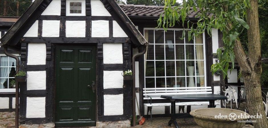 https://eden-ehbrecht-immobilien.de/wp-content/uploads/2013/08/Fachwerkhaus_Hatten_Aussenansicht.jpg