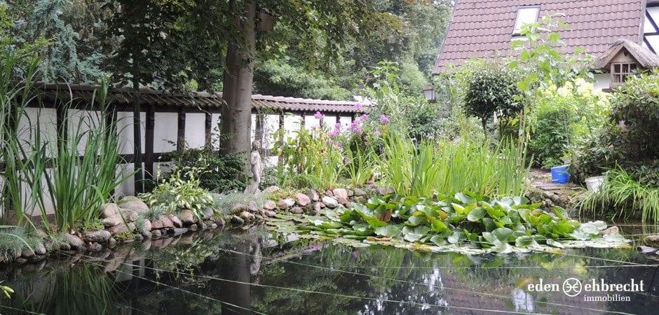 http://eden-ehbrecht-immobilien.de/wp-content/uploads/2013/08/Fachwerkhaus_Hatten_Garten.jpg