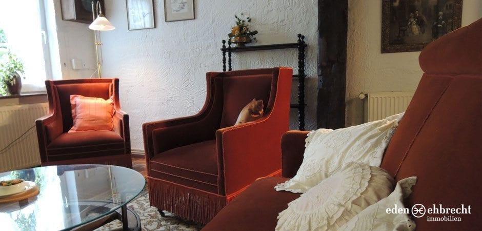 http://eden-ehbrecht-immobilien.de/wp-content/uploads/2013/08/Fachwerkhaus_Hatten_Wohnzimmer.jpg