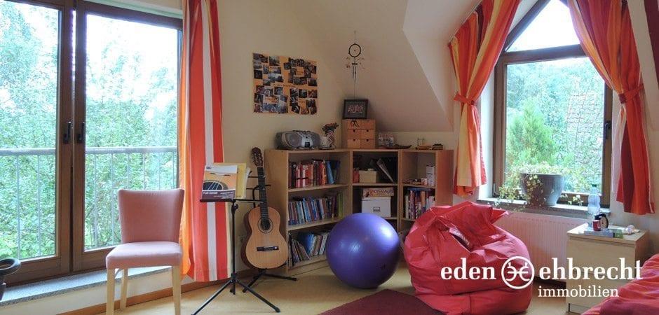 https://eden-ehbrecht-immobilien.de/wp-content/uploads/2013/12/Bürgerbuschweg_schlafzimmer-oben-ausblick.jpg