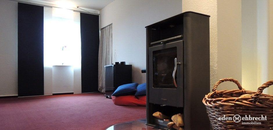 http://eden-ehbrecht-immobilien.de/wp-content/uploads/2013/12/eden-ehbrecht_varel-schlafzimmer-dg.jpg