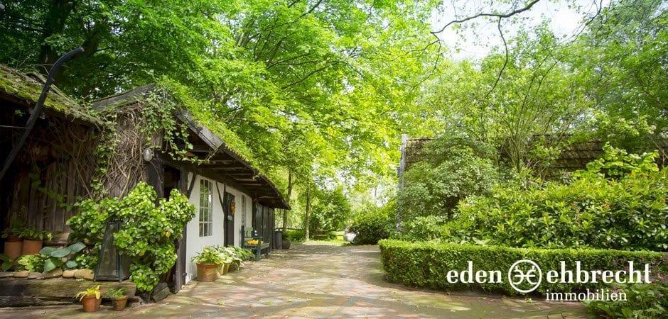 http://eden-ehbrecht-immobilien.de/wp-content/uploads/2014/07/eden-ehbrecht-immobilien_Bauernkate_Innenhof2_940x450.jpg