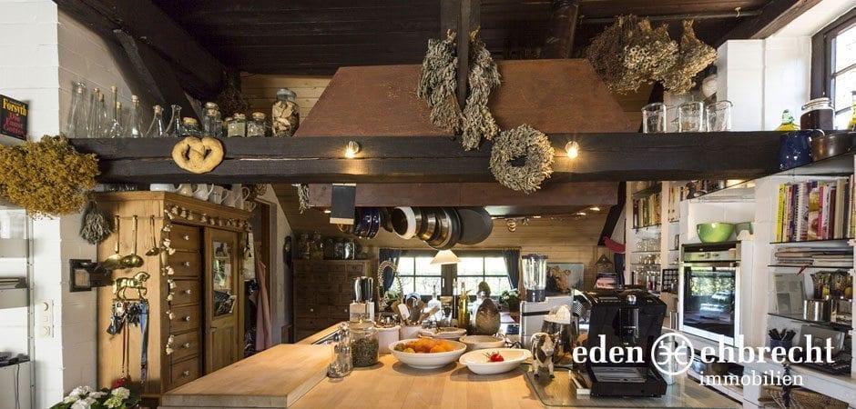http://eden-ehbrecht-immobilien.de/wp-content/uploads/2014/07/eden-ehbrecht-immobilien_Bauernkate_Kücheninsel_940x450.jpg